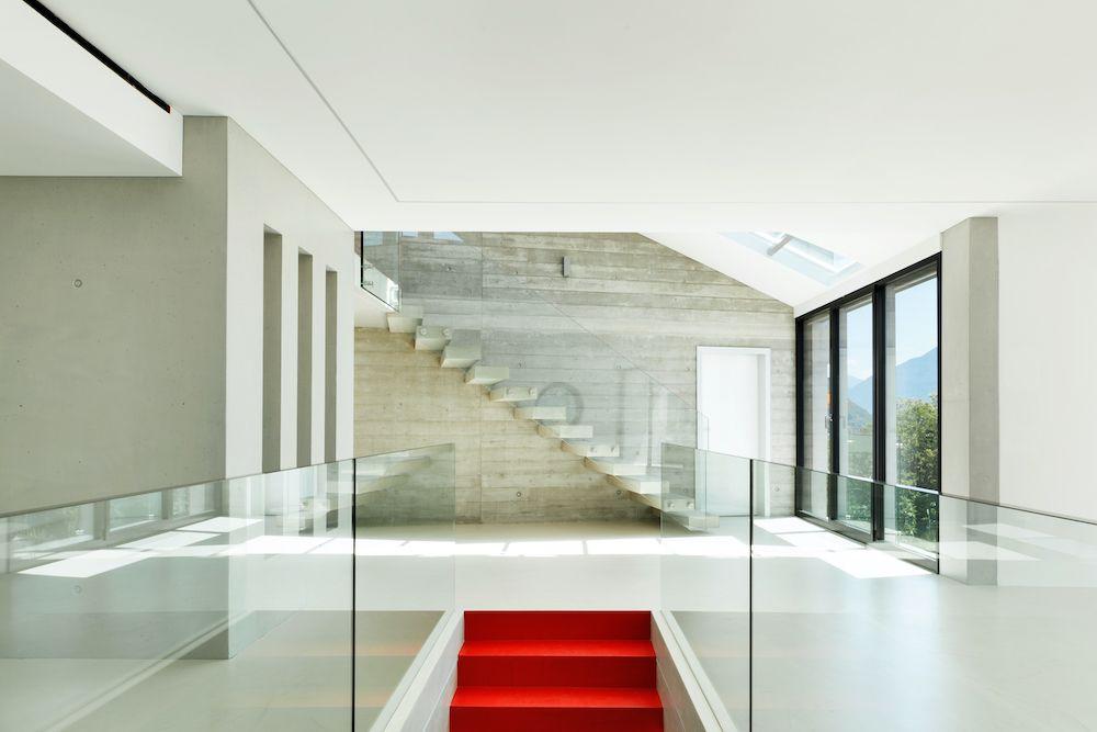 interiores modernas con peldaños porcelanicos